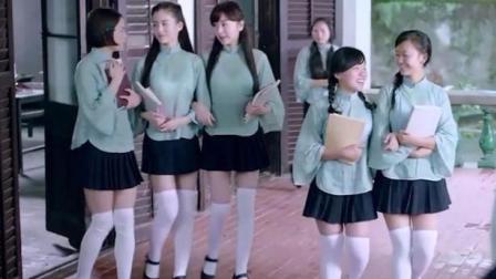 女生们穿这种校服, 让男生怎么专心听课
