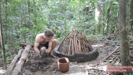【怪咖搞笑】野外求生达人教你制作可重复使用的炭窑