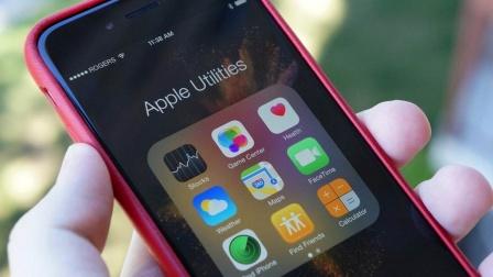 苹果下架4万中国应用 LG展示77英寸柔性屏幕