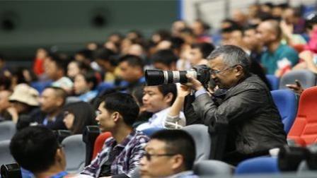 胡狼作品:足协为何禁止球迷携带专业相机观看比赛