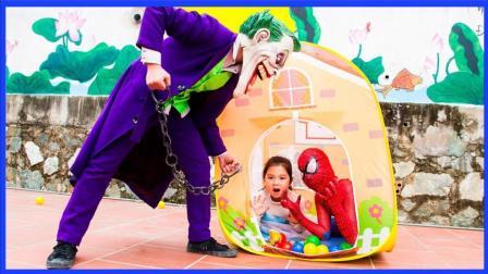 小丑私闯民宅绑架小艾莎公主 超级英雄绿巨人神威拳套发威啦 蜘蛛侠 美国队长 真人秀