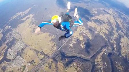 跳伞教练意外坠落住宅区吓坏群众 摄像机记录下死亡前最后画面
