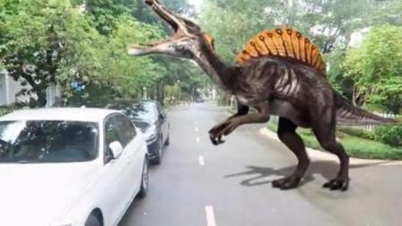 侏罗纪恐龙公园 三角龙霸王龙翼龙棘背龙逃出疯狂袭击蜘蛛侠绿巨人惊喜蛋 警车紧急救援