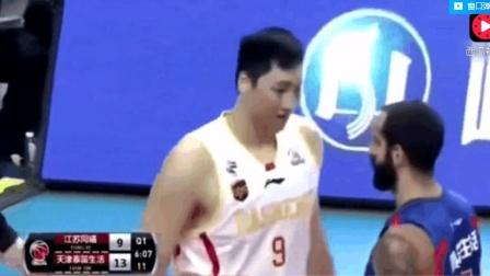 篮球打架视频, 易建联直接挥肘, 打球如打人