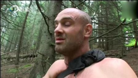 荒野求生: 德哥在土里发现宝贝水果 一棵树都给他吃光了