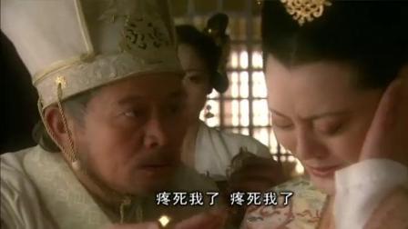 王母娘娘耳朵疼厉害, 未料药王神华佗在她耳朵里看见一只金蟾!