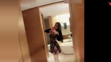 抖音美女酒店自拍热舞