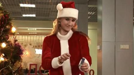 【搞笑自拍】美女化身圣诞老人街头恶搞路人: