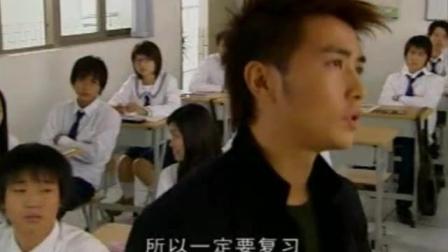 班里来了新班主任 混混学生就想整走他 没想到老师不是吃素的