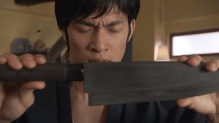 小编: 我可能看了假的假面骑士甲斗 这剧情也太溜了吧 天道与黑菜刀的故事