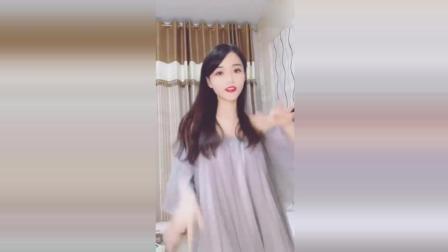 女朋友自拍热舞视频, 网友: 再晃我跟你急