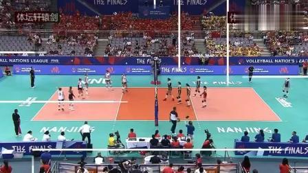 正在现场直播世界女排联赛总决赛半决赛: 中国女排VS美国女排