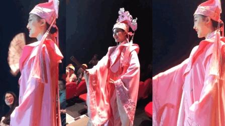 抖音杭州宋城小姐姐《黄梅戏》刷屏了! 然而网友