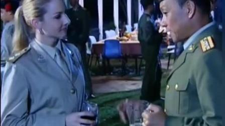 老实兵哥被外国美女兵邀约 惨遭战友调侃搅局 得知结果差点懵了