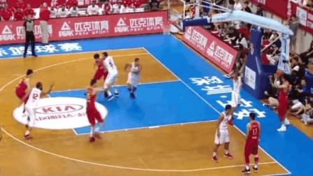周琦丁彦雨航首发! 正直播中国男篮对决突尼斯 开场小丁外线出手