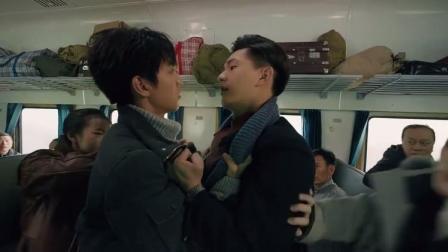 天坑鹰猎:保庆和杨烨互掐,小偷趁机偷包,却