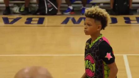 看得见的篮球天赋! 美国小学生篮球比赛视频, 小编表示打不过