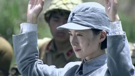 八路军女战士主动举手投降 小鬼子正得意 下一秒手榴弹炸了