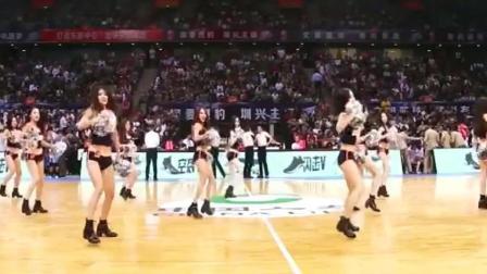 美女啦啦队舞蹈正式上场, 全是高颜值大长腿 !