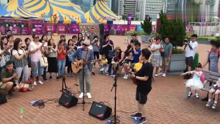 一首经典的国外乡村音乐, 这个街头艺人的翻唱