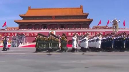 中国军人的阅兵仪式 威武霸气 看的热血沸腾 向中国军人致敬