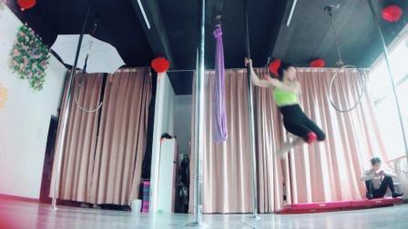 《广州•何碧钢管舞》欧美钢管舞蹈