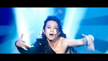 邓超T台女装秀, 湿身大跳热辣钢管舞。。。