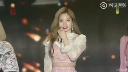 韩国女团大秀热舞, 舞台效果太棒, 性感短裙太火