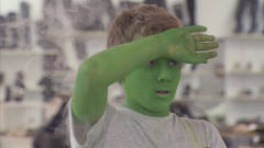 爆笑恶搞,小孩喝了绿色毒液,整个人都绿了