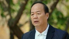 大个怀疑老爹李奇伟作风有问题,暗示李银萍不