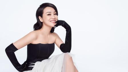 闫妮是47岁,杨钰莹也是47岁,二人同穿短裤秀美