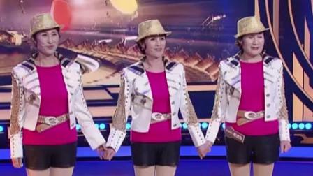 三位大妈组成老虎队,合唱小虎队经典《爱》,有股广场舞的味道