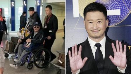 吴京拿拐杖坐轮椅 表情严肃疑腿受伤