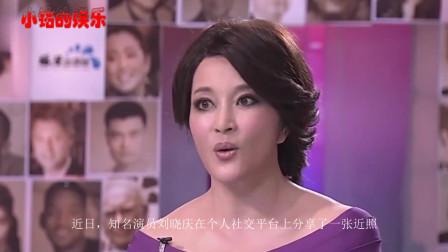 64岁刘晓庆晒近照,身材匀称美腿瞩目,网友身材