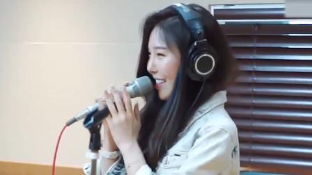 韩国女歌星担任音乐教师,课堂唱了一首《花信