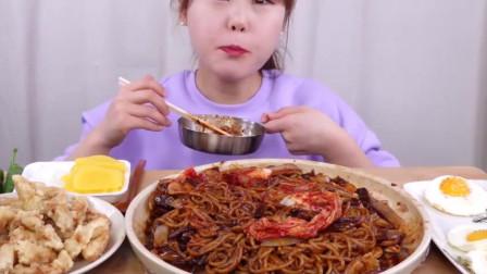 韩国美女吃货大胃王_吃炸酱面_糖醋肉_辣椒_煎蛋