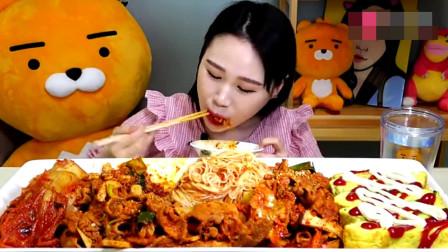 韩国美女吃播,吃泡面泡菜,吃相不一般