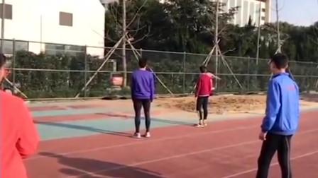 15米!帅气高中体育生三级跳 这换腿动作看的像