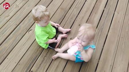 游泳池与宝宝,外国家庭搞笑宝宝视频合集
