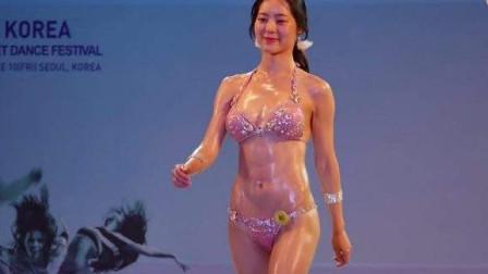 韩国女子健美总决赛,美女一招孔雀开屏,傲视