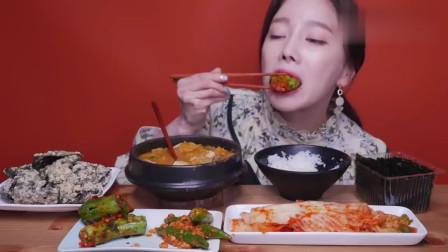 韩国美女吃播,吃一桌子韩定食,这鼻子一看就