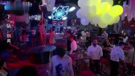 妻子在酒吧被小混混堵住,下秒丈夫出现爆出身