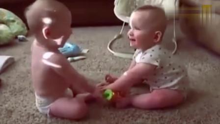 超有趣的双胞胎搞笑视频