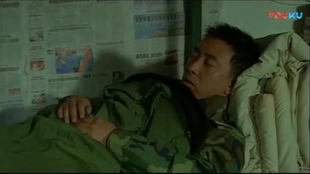 《士兵突击》老班长猜想新兵的下落,王宝强夜