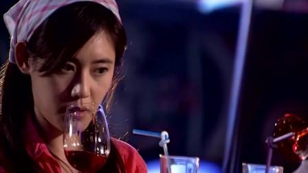 回家的诱惑:男子故意约美女去酒吧喝酒,看见