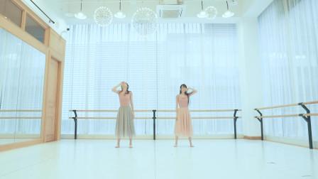 美女自编舞蹈,舞姿优美,就是音乐有点悲伤