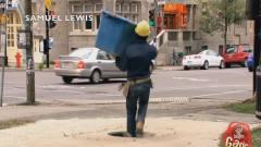 合并视频1国外恶搞:工人故意掉坑里,把路人看