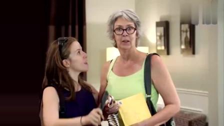 国外搞笑视频:与小孩子合伙,恶搞外国大妈