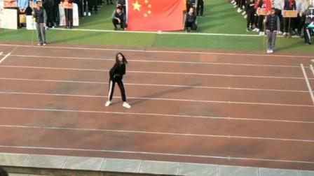 重庆中学女孩运动会热舞,舞姿过于热辣,引网