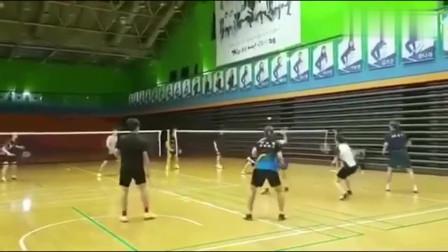 羽毛球训练,头一次在体育馆看见这么训练的,